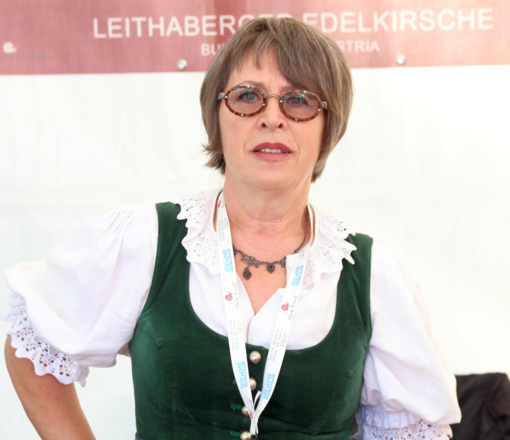 Rosi Strohmeyer, 64, stammt aus Vorarlberg, lerne Tischlerin und kam 1978 ins Burgenland. Seit neun Jahren ist sie Obfrai des Vereins Leithaberger Edelkirsche, der sich für die Erhaltung, Vermehrung und Verarbeitung der Kirschsorten in der Region Leithaberg einsetzt.